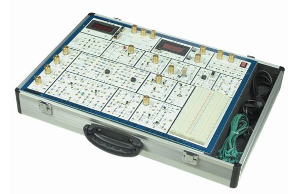 ZY-A6模拟电路实验箱 (价格:2150元)  ZY-A6模拟电路实验箱是根据最新的《高等工业学校电子技术基础》教学大纲中确定的教学实验要求为基础,汲取了众多专业教师的教学经验,并综合了众多同类产品的优点而设计的。它函盖了《模拟电子技术基础》课程全部实验内容,既为初学者提供了验证性实验电路,又为课程设计提供了扩展平台。 一、系统特点 1、扩展性强。实验电路采用单元电路方式设计,单元电路即基本实验电路,再外接其他元件为该电路参数,或与其他的单元电路组合,完成不同的实验要求。 2、实验原理图都印刷在实验板表