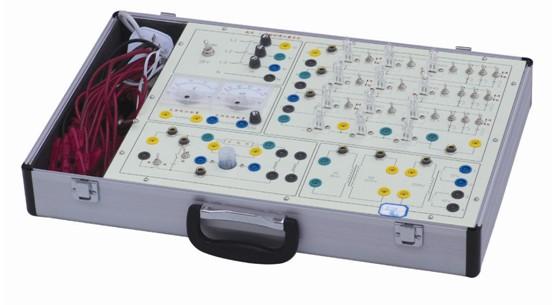 ZY-DG1电工技术实验箱(价格:2050元)  ZY-DG1型电工技术实验箱主要是进行电工学及电路原理中的强电部分实验,如单相交流电路、三相电路、日光灯电路实验。本实验箱由模块单元和元件库相结合的板面构成,全部采用欧洲标准的安全插座和安全实验导线, 连线方便,接触可靠,而且寿命长、效率高,有效预防触电隐患。实验面板上印有元件符号及主要参数便于学生识别。实验箱结构紧凑实用直观,安全可靠,能有效培养学生的动手能力,维修方便、简捷。可满足各类高、中等院校及职业技术类院校开设的电工典型实验。 系统组成